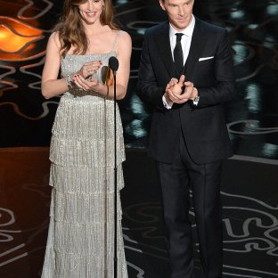 Jennifer Garner: Practically nothing could make Jennifer Garner more beautiful, but this shimmering fringe- skirt gown made her even more eye- catching. The dress looked ho- hum on the carpet but wowed on stage. Man of the hour Benedict Cumberbatch joins her onstage to present. Designer: Oscar de la Renta
