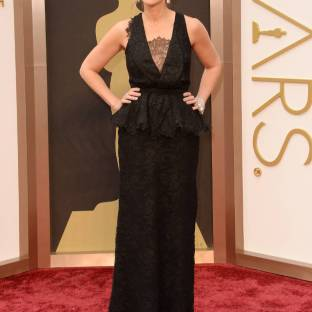 Julia Roberts' lace cleavage inset made it look like she had hair growing out of her chest and the gown's peplum accents looked like they were molting. F-, Julia Roberts. Desginer: Givenchy