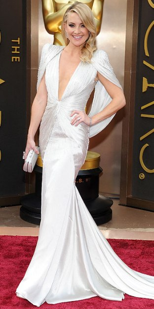 Kate Hudson looks way too good for her age. She wore cape sleeves and pulled off the monochromatic thing where other blondies failed. Designer: Versace