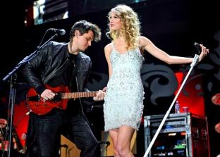 Taylor and John Mayer perform Half of My Heart