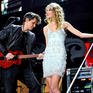 Taylor and John Mayer perform Half of My Heart