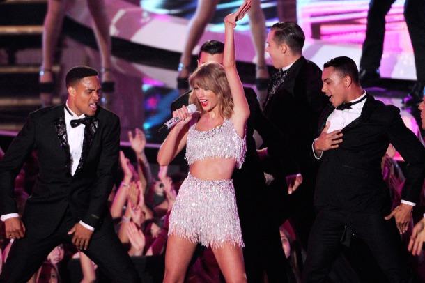 taylor swift shake it off VMAs
