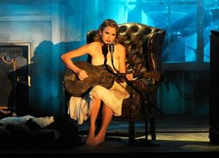 Taylor performing at the VMAs