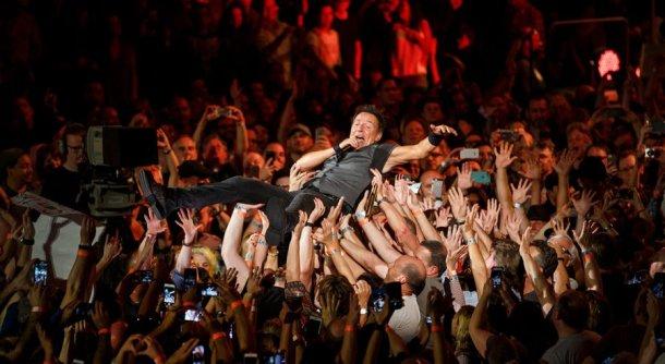 Bruce Crowd Surfs 2016