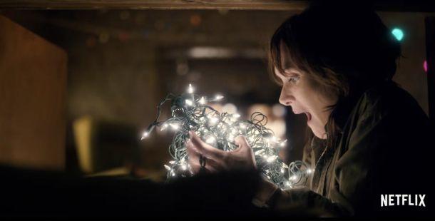 Winona Ryder Talks to lights Stranger Things