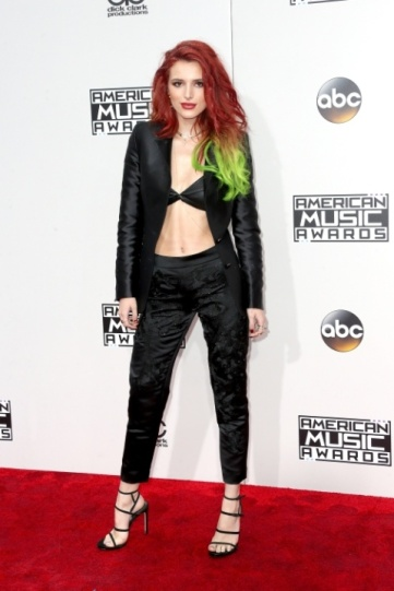 Bella Thorne forgot her shirt