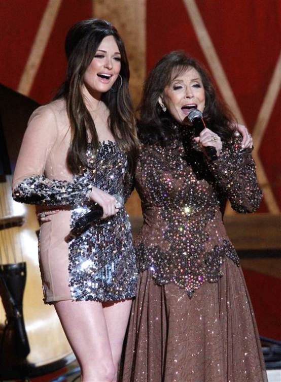 She's not dead! She's only 84! And you HOPE you look so good at her age! Loretta sported her signature red lace prairie dress for the stands, then shared the stage with Kacey Musgaves.