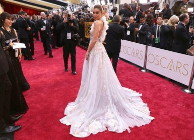★ The intricate details on Hailee Steinfeld's Ralph &; Russo gown dazzled. This dress = wow