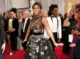 What. Is even. Happening. Janelle Monae wanted her dress to get the most attention at the Oscars this year. Mission accomplished. The Elie Saab had 10 dresses in one.