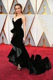 Last year's Best Actress Brie Larson does the velvet thing with Oscar De La Renta.