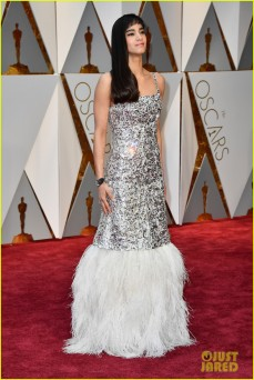 Star Trek: Beyond actress Sofia Boutella presented with Chris Pine, and wore this sparkly tiered gown. Rock those bangs, girl!