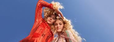 Aly & AJ 70s costumes