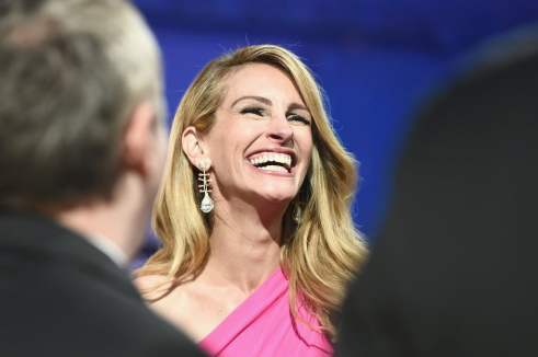 Julia Roberts proves the best accessory is a smile... but Elie Saab Couture and Cindy Chao earrings help too